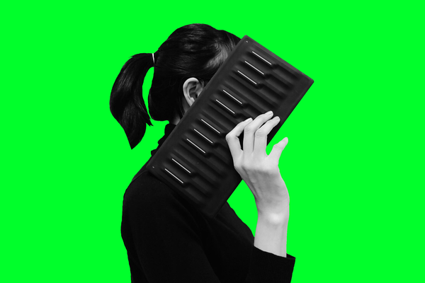 Park Yoon-jung, a businesswoman, is holding a piano-like instrument designed for CI recipients. PHOTOGRAPH: LEE WON-WOO / SUNNY UM
